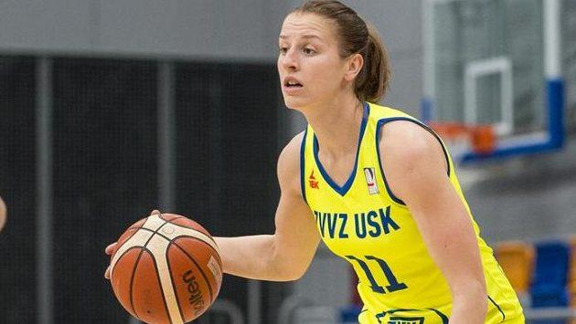 Basketbalistka USK Praha Kateřina Elhotová během semifinále s Nymburkem.