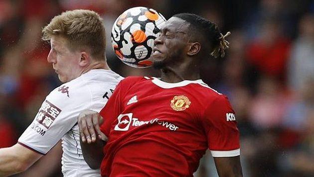 Aaron Wan-Bissaka (vpravo) dostal od UEFA dvouzápasový trest za vyloučení v utkání Ligy mistrů proti Young Boys Bern