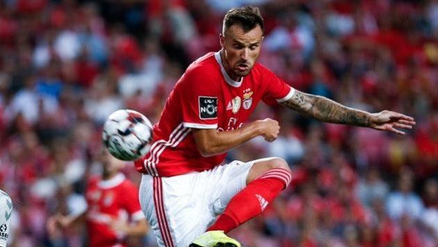 Útočník Benficy Lisabon Haris Seferovic byl poprvé vyhlášen švýcarským fotbalistou roku