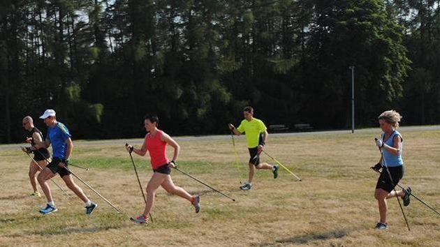 Běžíme. Tentokrát s holemi. Nordic running na vlastní tělo.