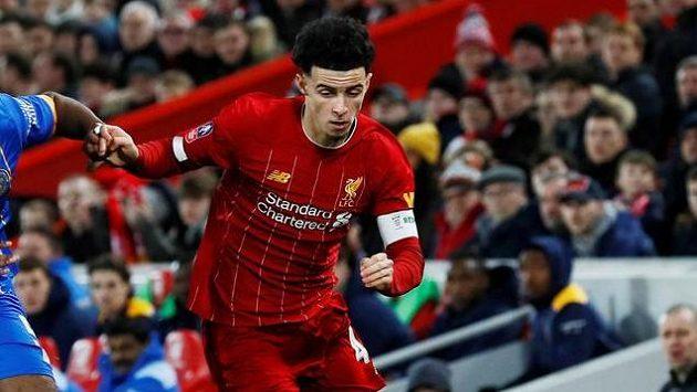 Devatenáctiletý fotbalista Liverpoolu Curtis Jones nastoupil k utkání FA Cupu proti Shrewsbury s kapitánskou páskou.