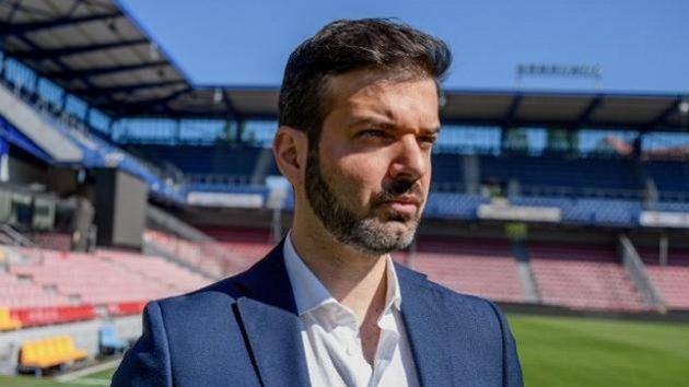 Tady je teď Italovo... Andrea Stramaccioni přebírá fotbalovou Spartu.