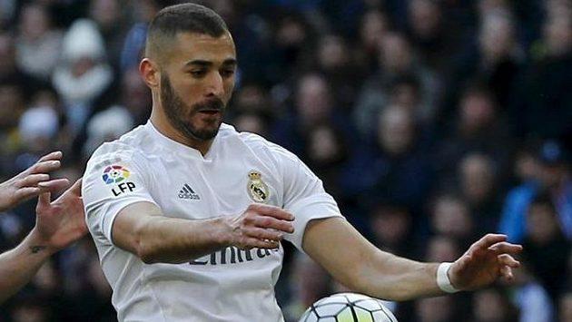 Karim Benzema si kvůli svalovému zranění měsíc nezahraje.