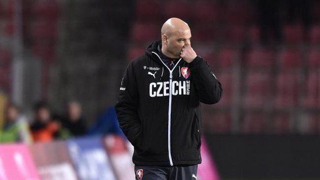 Trenér Jakub Dovalil během přípravných duelů v Praze.