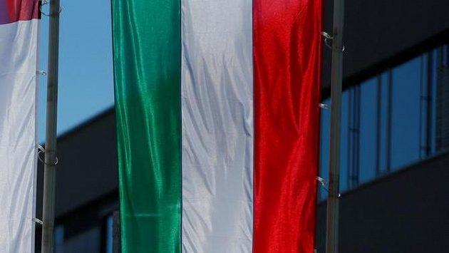 Maďarská vlajka. Ilustrační snímek.