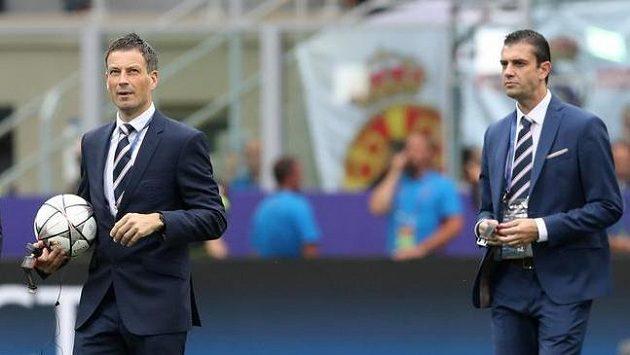 Zahajovací zápas me mezi Francií a Rumunskem bude řídit Viktor Kassai (vpravo).