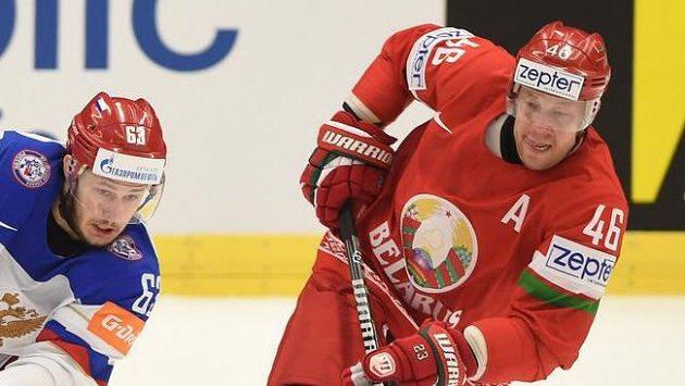 Jevgenij Dadonov z Ruska a Andrej Kosticyn (vpravo) z Běloruska.