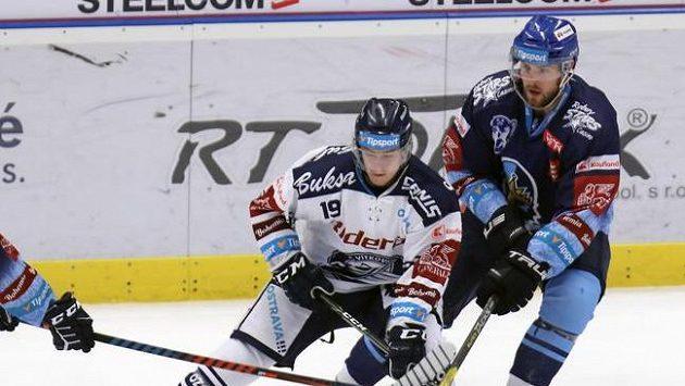 Vítkovický Miroslav Indrák (vlevo) a Brady Austin z Kladna.