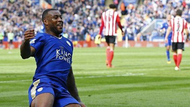 Wes Morgan oslavuje branku do sítě Southamptonu.