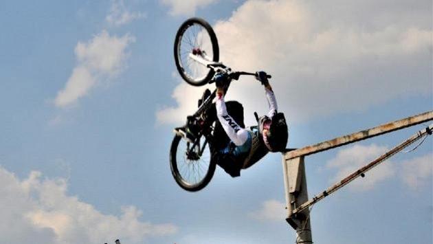 Freestyle motokrosař Libor Podmol v akci.