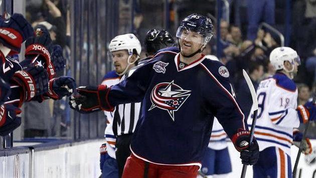 Scott Hartnell (43) z Columbusu při utkání s Edmontonem.