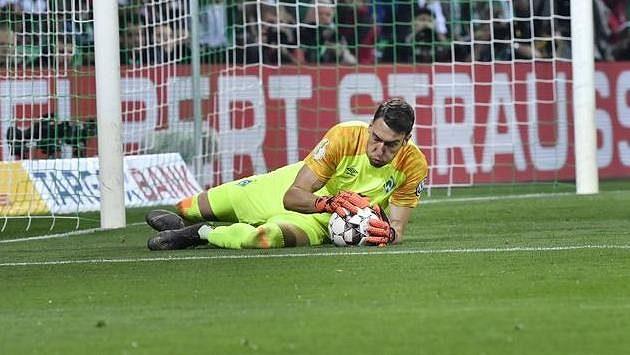 Jiří Pavlenka předvádí v brance Brém vynikající výkony, ale dnes to bude mít proti Dortmundu hodně těžké.