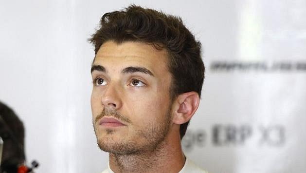 Těžce zraněný pilot F1 Jules Bianchi byl převezen do rodné Francie.