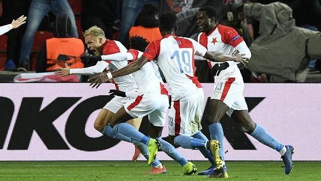 Hráči Slavie se radují z rozhodujícího gólu