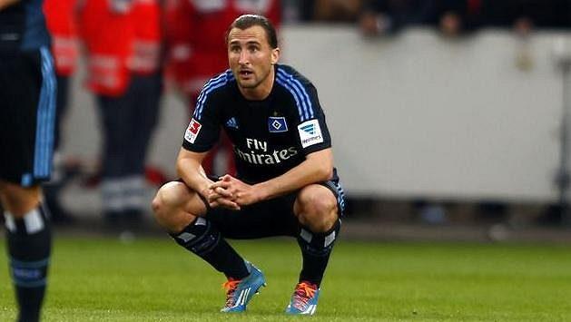 Petr Jiráček (v podřepu) zažívá v sezóně s Hamburkem hodně smutku.