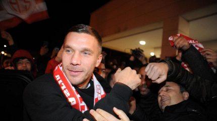 Podolski skončil v Japonsku a má namířeno do Antalyasporu