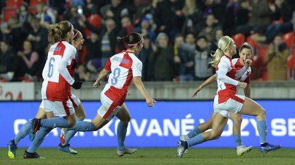 Fantastická atmosféra na ženském fotbale! Zápas Slavie s Bayernem trhal rekordy v návštěvnosti