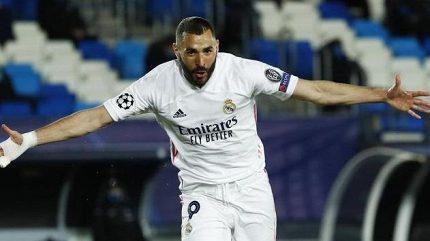 Real dohrával v deseti, vedení nad Barcelonou ale udržel