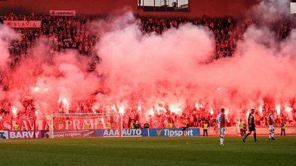 Slavia dostala za pyrotechniku pokutu 90 tisíc, zaplatí i Baník