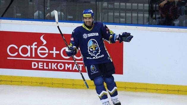 Tomáš Plekanec slaví svůj třetí gól do sítě Pardubic.