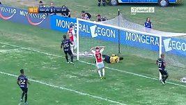 De Jong z Ajaxu Amsterdam netrefil prázdnou bránu.