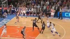Smeč basketbalisty NY Knicks J.R. Smithe