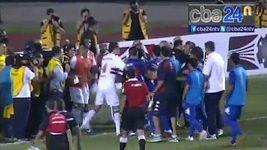Šarvátky ve finálovém utkání Sao Paulo - Tigre