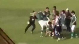 Fotbalista v Argentině kopl rozhodčího do hlavy.