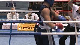 Boxer udeří rozhodčího