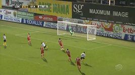 Nádherný gól v podání Ayandy Patosiho.