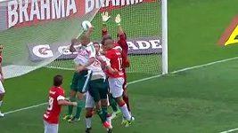 Týmu Palmeiras neuznali rozhodčí gól, Barcos zahrál rukou.