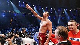 Polák Wach vydržel s Kličkem v ringu celých dvanáctk kol, ale ukrajinský fenomén vítězství stejně uhájil.
