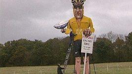 V britském Kentu chtějí spálit desetimetrovou figurínu Lance Armstronga