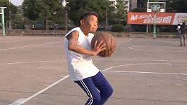 Pětasedmdesátiletá basketbalistka