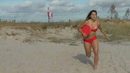 Švédské fotbalistky natočily video ve stylu Pobřežní hlídky