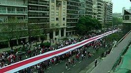 Vlajka fotbalového klubu River Plate měří téměř osm kilometrů.