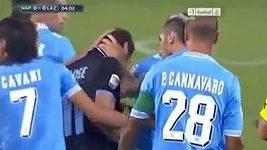 Útočník Lazia Miroslav Klose se přiznal, že vstřelil gól rukou.