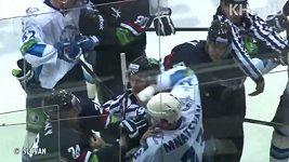 Bitka v utkání Slovan Bratislava - Barys Astana