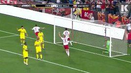 Henryho gól přímo z rohu