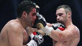 4. kolo boxerského zápasu mezi Vitalijem Kličkem a Manuelem Charrem