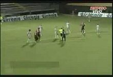 Gólman Andrea Consigli chytá dvě penalty.