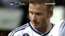 Gól Davida Beckhama v zápase LA Galaxy - Metapan
