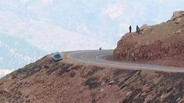 Karambol Jeremyho Foleye při závodu Pikes Peak