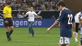 Fanoušek nahání Lionela Messiho