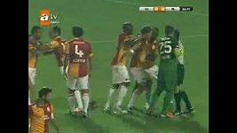 Fotbalista Galatasaraye napadl sudího