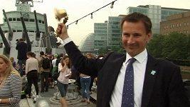 Ministrovi se rozpadl olympijský zvon, když zvonil na ukázku