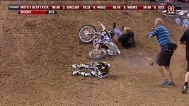 Clinton Moore neustál supertrik a ještě dostal ránu od motorky