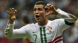 Ronaldo střílí gól českým fotbalistům