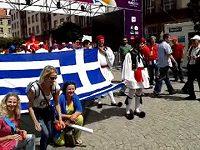 Řečtí fanoušci ve Vratislavi před zápasem s Čechy