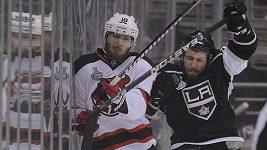 Faul Berniera z New Jersey v šestém finále Stanley Cupu